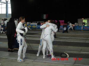 L'esultanza di Valeria, Greta e Francesca dopo la vittoria contro Scherma Brianza